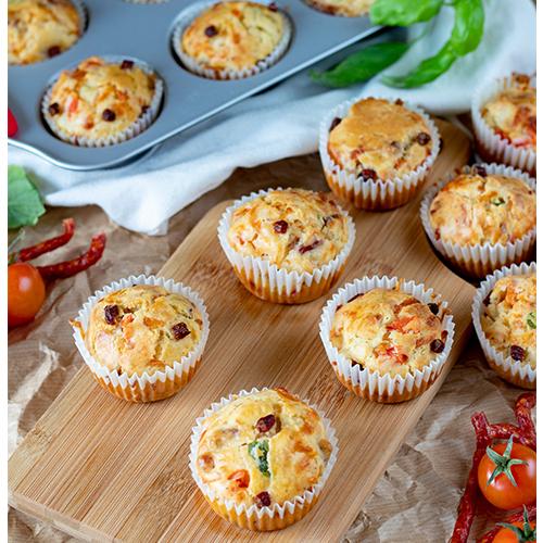 Wytrawne muffinki z kabanosem i warzywami