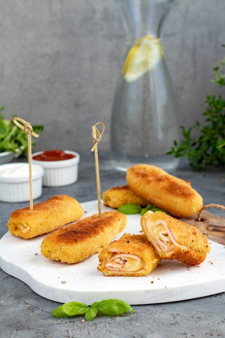 pyszne rokiety z chleba tostowego z serem i szynką