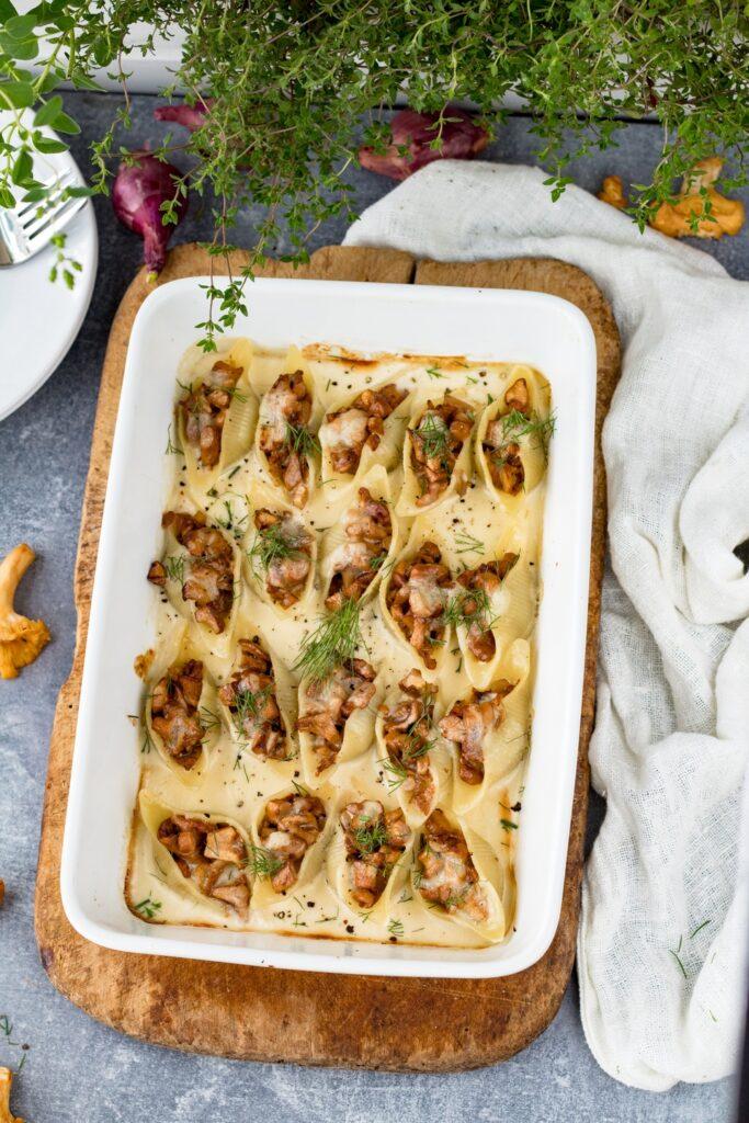 Muszle makaronowe z kurkami w sosie serowym